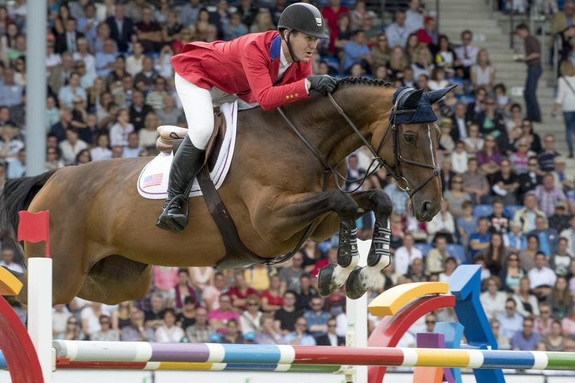 HH AZUR GARDEN'S HORSES (E.O.) (Thunder vd Zuuthoeve/Sir lui – naisseur: N. Beaufort à B-8600 Pervijze) sous la selle de McLain Ward, l'une des prétendantes au titre (photo (c) Hippofoto)